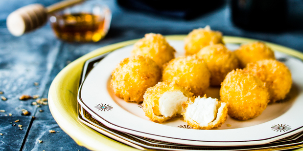 Goat's cheese balls with Manuka Honey